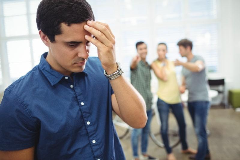 Budući da ogovaranje itekako narušava čast i devalvira dostojanstvo muslimana, jasno je da se vjernik mora kloniti lakve vrste djelovanja.
