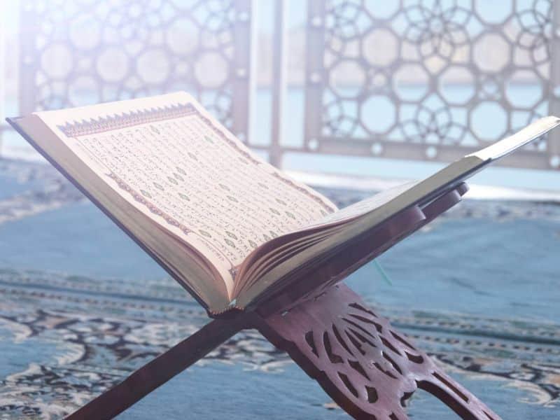 Muslimani vjeruju u četiri Božije knjige Vjera za sva vremena dr. Zakir Naik Islamske knjige BiH Islamski tekstovi islamska knjižara knjige online prodaja Sarajevo Novi Pazar El Kelimeh